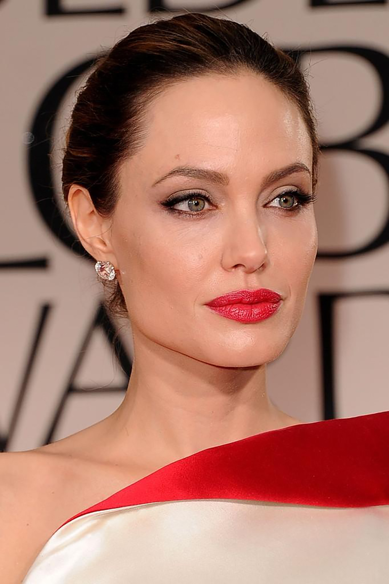 angelina jolie red lips eyelinermakeup